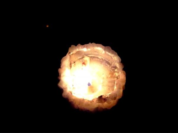 Svíčka ve tmě, z balkonu...